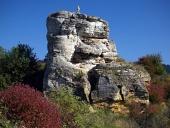 Skala s krížom pri obci Bešenová