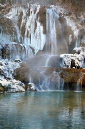 Zmrznutý vodopád v obci Lúčky na Slovensku