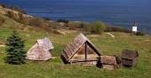 Zrekonštruované obydlia v skanzene Hravránok