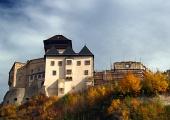 Trenčiansky hrad na pestrofarebnom kopci