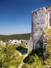 Donjon Čachtického hradu