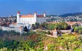 Bratislavský hrad s novým bielym náterom