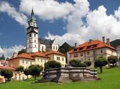 Kostol a fontána v meste Kremnica