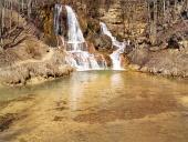 Železitá voda vo vodopáde v obci Lúčky