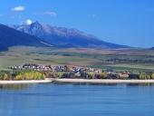 Priehrada Liptovská Mara, obec Liptovský Trnovec a Kriváň