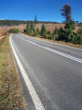 Hlavná cesta do Vysokých Tatier v smere od obce Štrba