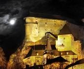 Nočná scéna s Oravským hradom