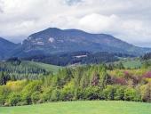 Krajina s kopcom Lômy neďaleko od Bobrovníka