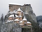 Slávny Oravský Zámok počas zimy
