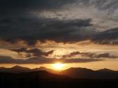 Zlaté slnko a scéna s oblakmi