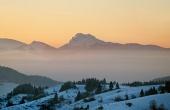 Veľký Rozsutec pri západe slnka v zime