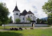 Gotický kostol v Pribyline s ovcami