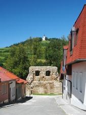 Ulica s opevnením a Mariánskou horou v Levoči