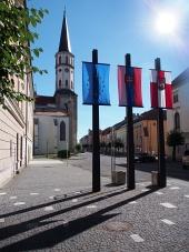 Kostolná veža a vlajky v Levoči