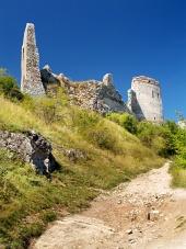 Ruiny steny Čachtického hradu
