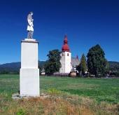 Socha a kostol v Liptovských Matiašovciach
