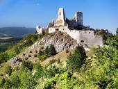 Čachtický hrad počas leta