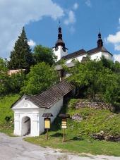 Vchod do kostola Premenenia Pána