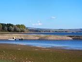 Štrkovité pobrežie pri Liptovskej Mare na Slovensku