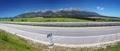 Panoráma diaľnice vedúcej do Popradu a Vysoké Tatry