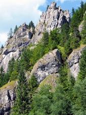 Masívne skaly vo Vrátnej doline na Slovensku