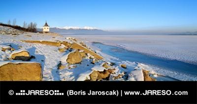 Vodná nádrž Liptovská Mara počas zimy