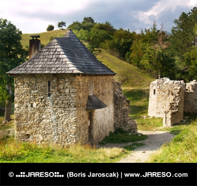 Vchod do Sklabinského hradu