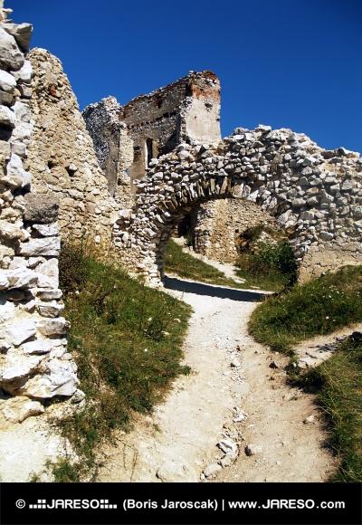 Interiér Čachtického hradu