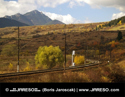 Železnica a kopec