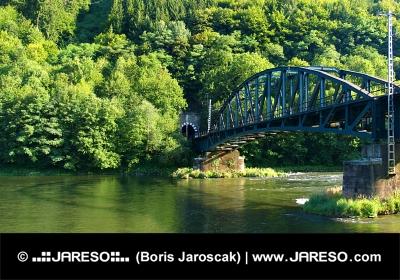 Železničný most blízko obce Strečno