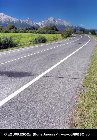 Cesta do Vysokých Tatier od Popradu počas leta