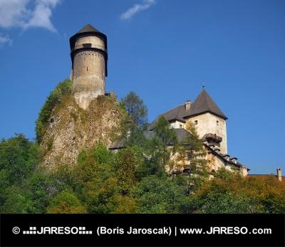Opevnenie Oravského hradu na vysokej skale