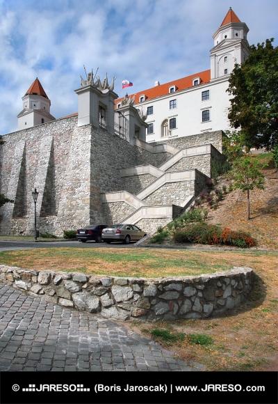 Múr opevnenia a schody z Bratislavského hradu