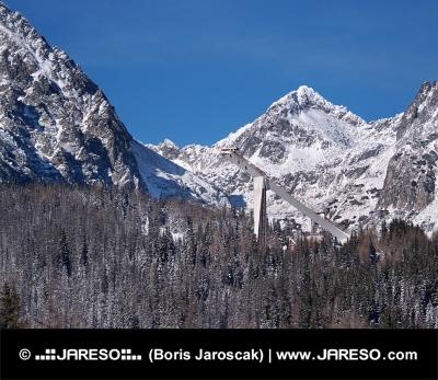 Skokanský mostík a vrcholy Vysokých Tatier
