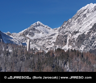 Vrcholy Vysokých Tatier a skokanský mostík