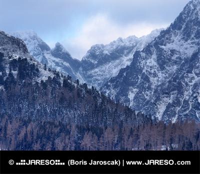 Dramatické počasie nad vrcholmi Vysokých Tatier