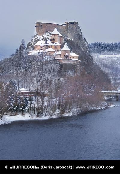 Slávny Oravský hrad v zime