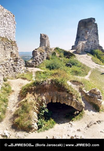 Katakomby Čachtického hradu