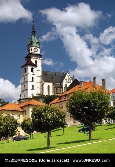 Hlavné námestie, kostol a hrad v Kremnici