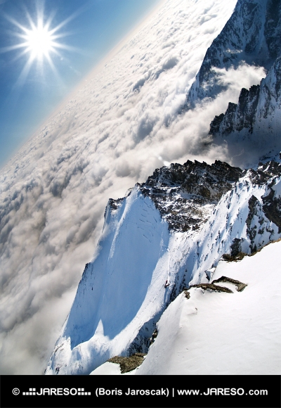 Veľmi vysoko nad oblakmi