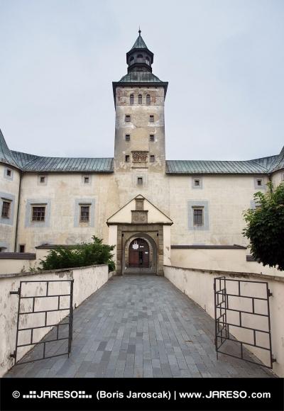 Vstup do Thurzovho zámku v Bytči