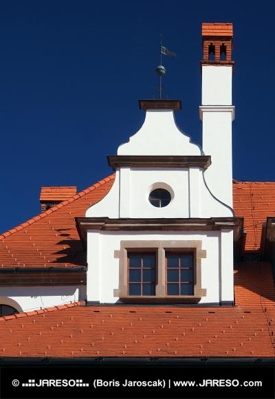 Unikátna stredoveká strecha s komínom