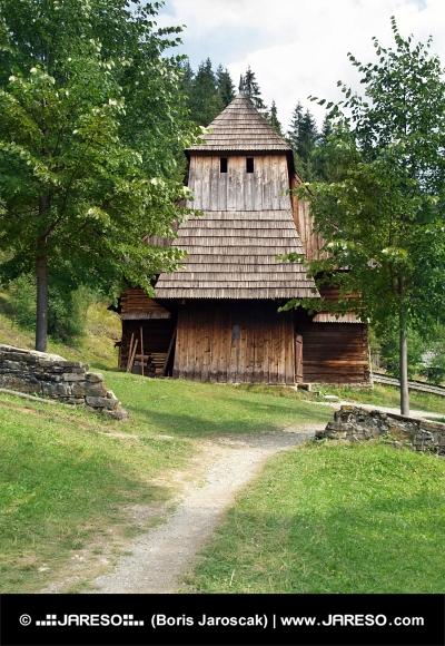 Vzácny drevený kostol v Zuberci