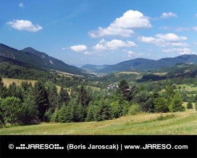 Dolina v Malej Fatre s obcou Terchová