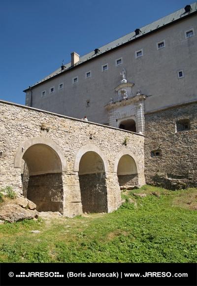 Suchá priekopa na zámku Červený Kameň