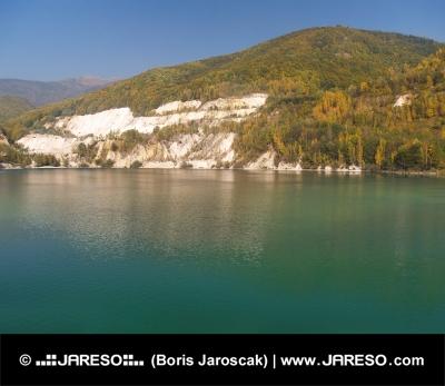 Jesenný pohľad na Šútovské jazero, Slovensko