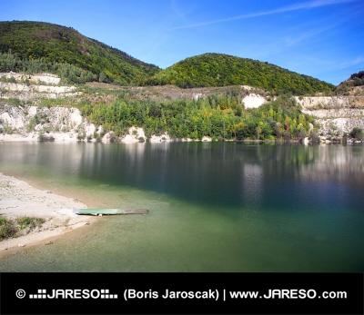 Letný pohľad na Šútovské jazero, Slovensko