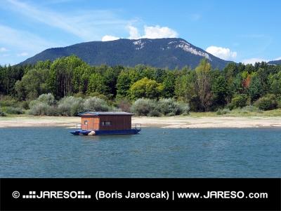 Houseboat a Roháče v lete