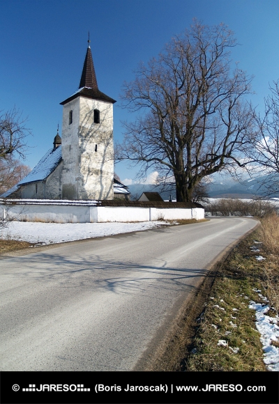 Zimná cesta do kostola v Ludrovej