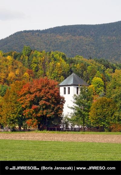 Veža kostola v Liptovskej Sielnici na Slovensku